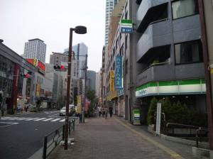 西新宿五丁目駅、A2出口付近